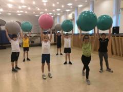 Taniec z piłkami ?