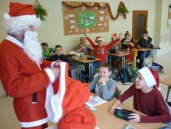 Św. Mikołaj odwiedził gimnazjum i ...