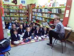 Klasa 2b w bibliotece publicznej